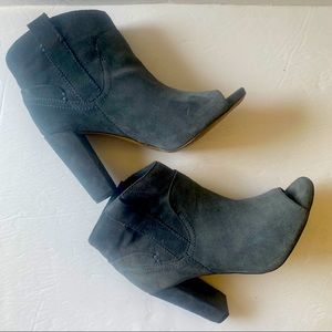 Vince Camuto Camey Peep Toe Ankle Suede Booties 9M